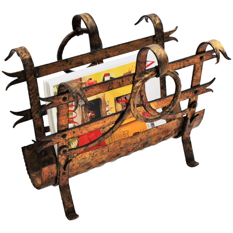 Spanish 1950s Hand-Hammered Gold Gilt Iron Magazine Rack with Ring Handles For Sale