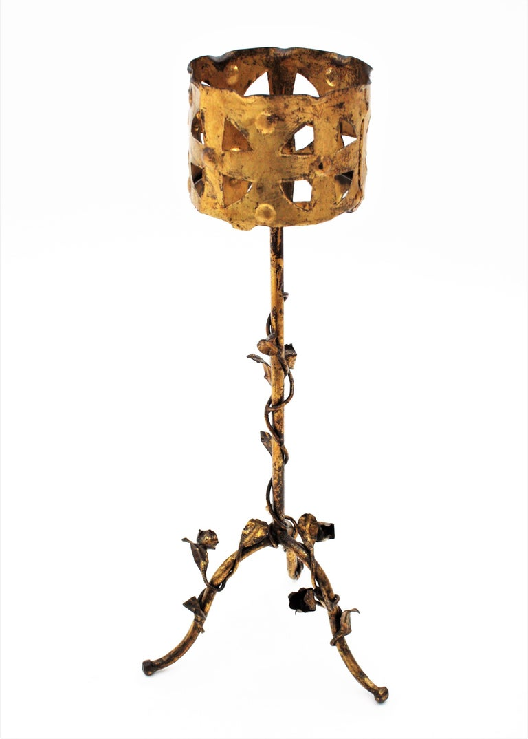 Spanish 1950s Foliate Floral Gilt Iron Bottle Stand or Planter In Good Condition For Sale In Barcelona, ES