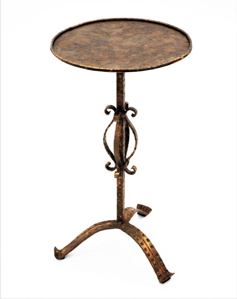 Mid-Century Modern Spanish 1960s Hand-Hammered Gilt Iron Guéridon Drinks Table / Pedestal For Sale