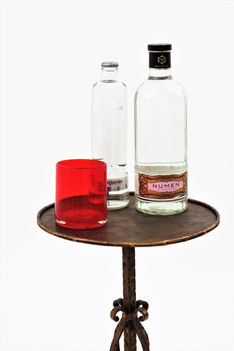 20th Century Spanish 1960s Hand-Hammered Gilt Iron Guéridon Drinks Table / Pedestal For Sale