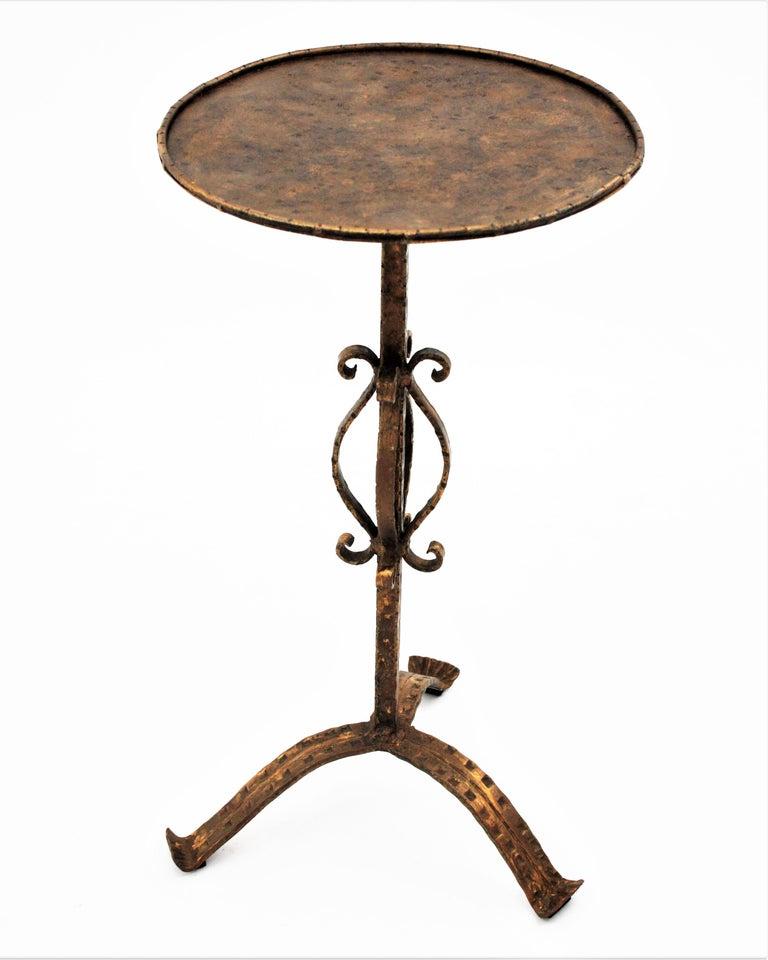Spanish 1960s Hand-Hammered Gilt Iron Guéridon Drinks Table / Pedestal For Sale 1