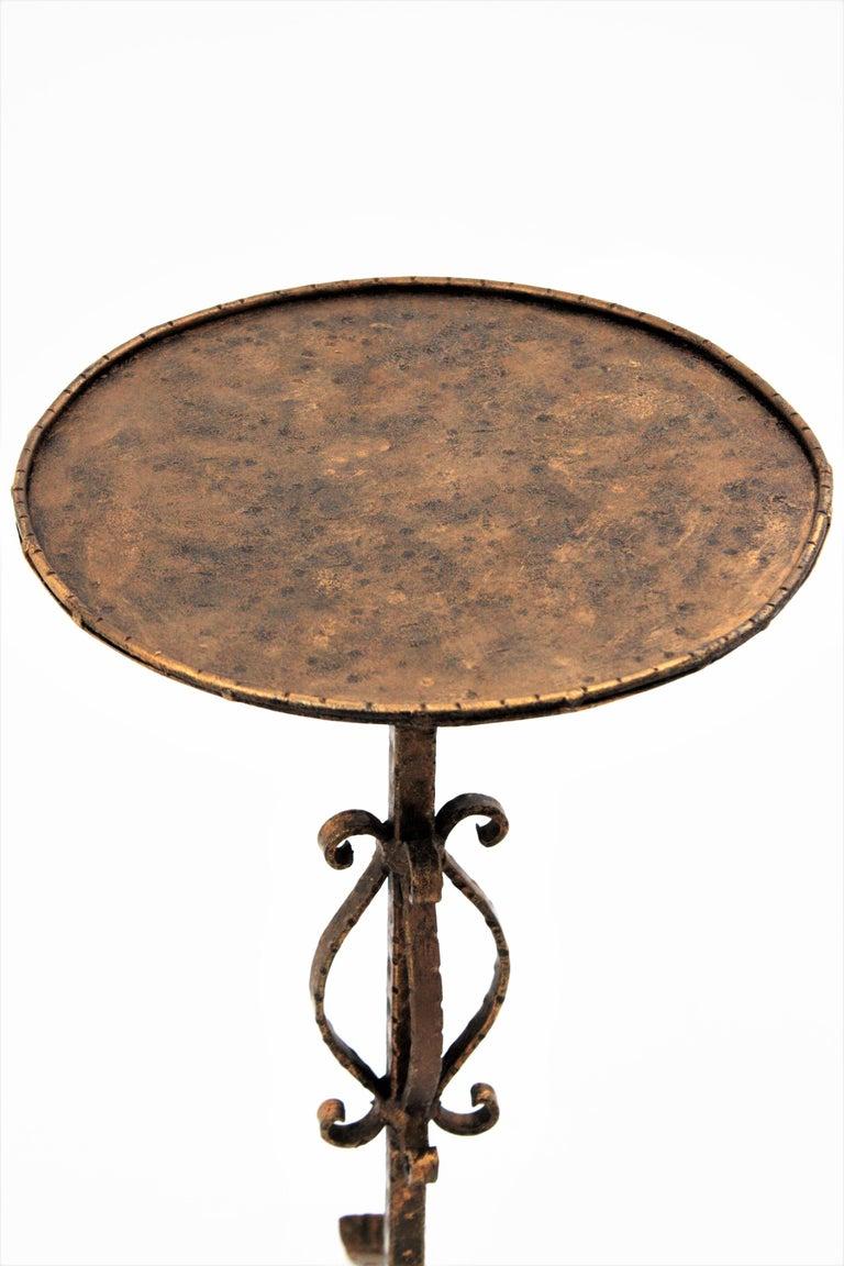 Spanish 1960s Hand-Hammered Gilt Iron Guéridon Drinks Table / Pedestal For Sale 2