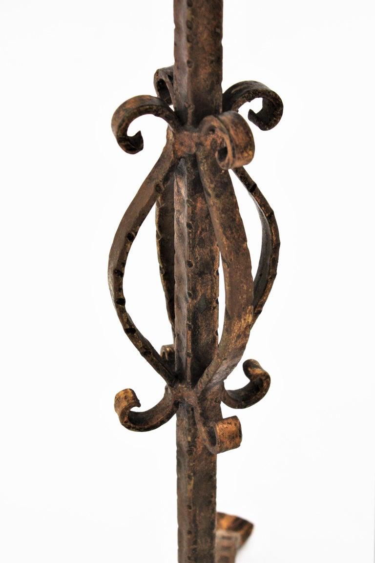 Spanish 1960s Hand-Hammered Gilt Iron Guéridon Drinks Table / Pedestal For Sale 3