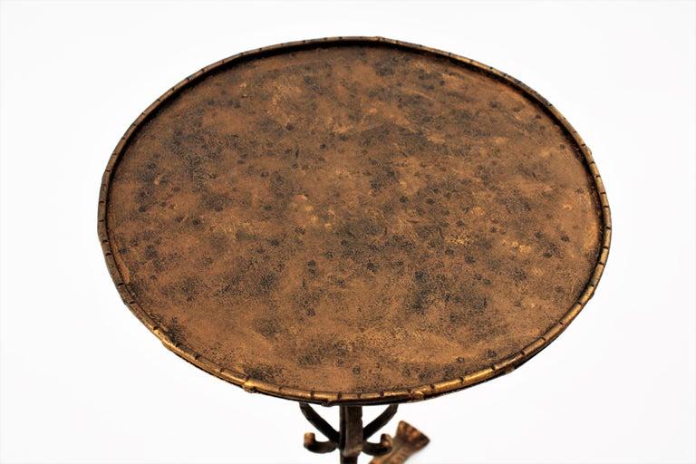 Spanish 1960s Hand-Hammered Gilt Iron Guéridon Drinks Table / Pedestal For Sale 4