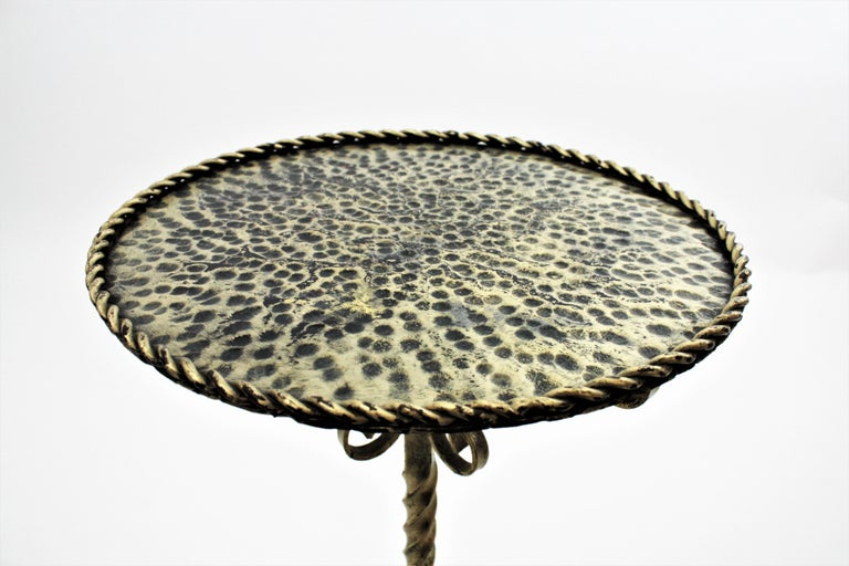 Spanish 1960s Ornate Silvered Iron Pedestal Gueridon Round Side or Drinks Table For Sale 7