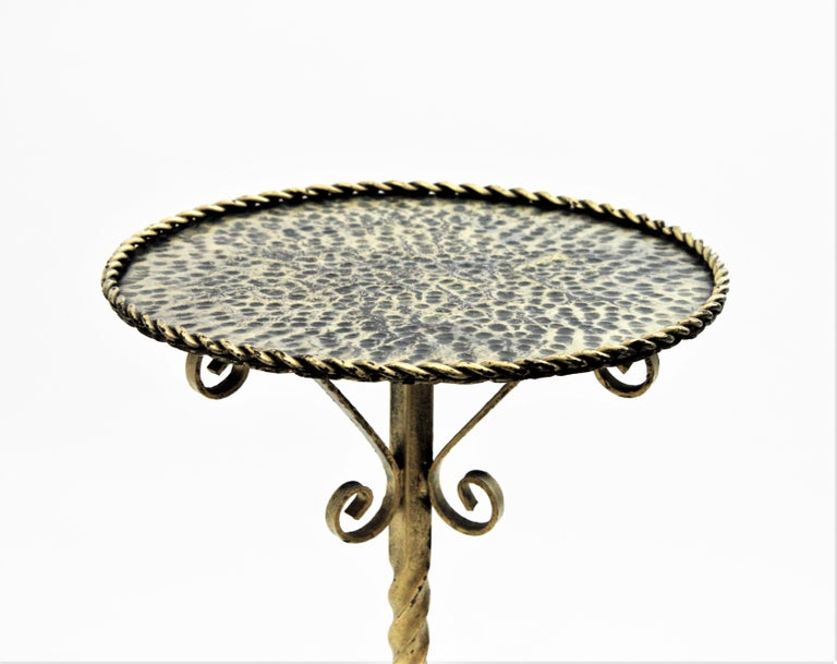 Spanish 1960s Ornate Silvered Iron Pedestal Gueridon Round Side or Drinks Table For Sale 2