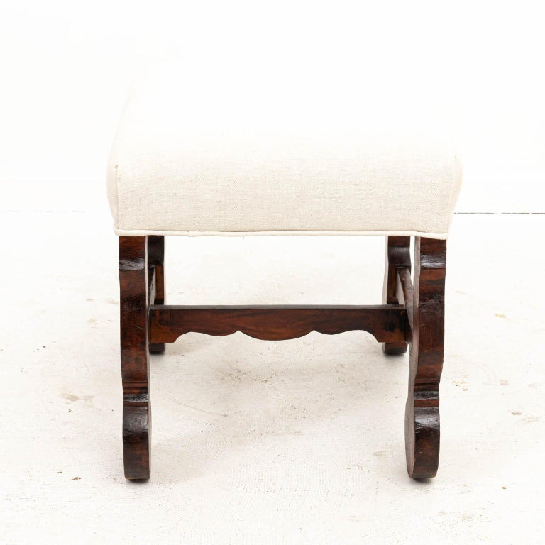 Spanish Baroque bench in walnut with upholstered seat. Made in Spain, circa 1890s. Please note of wear consistent with age including chips and finish loss.