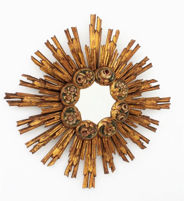 Spanish Baroque Giltwood Sunburst Starburst Mirror with Flower Details In Excellent Condition For Sale In Barcelona, ES