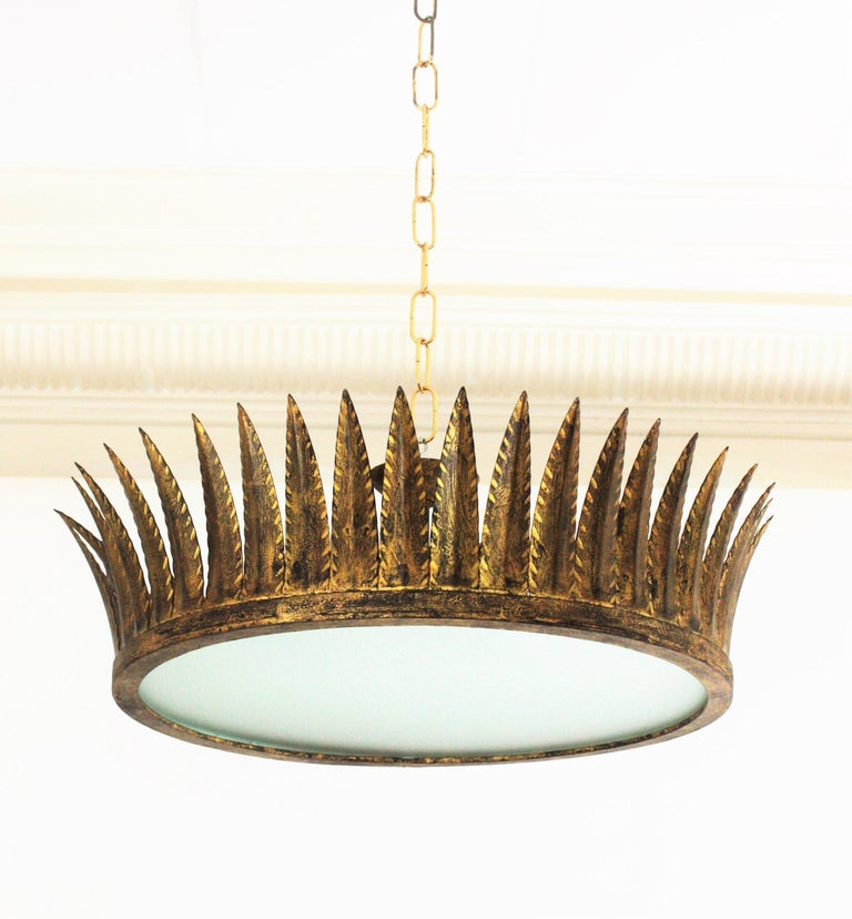 Spanish Brutalist Wrought Gilt Iron Large Crown Light Fixture / Chandelier In Excellent Condition For Sale In Barcelona, ES