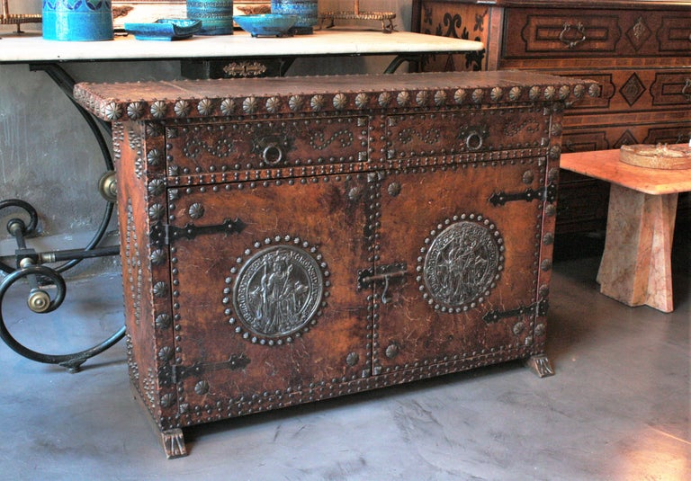 Spanish Colonial Leather Credenza or Buffet with Silvered Iron Studs For Sale 4