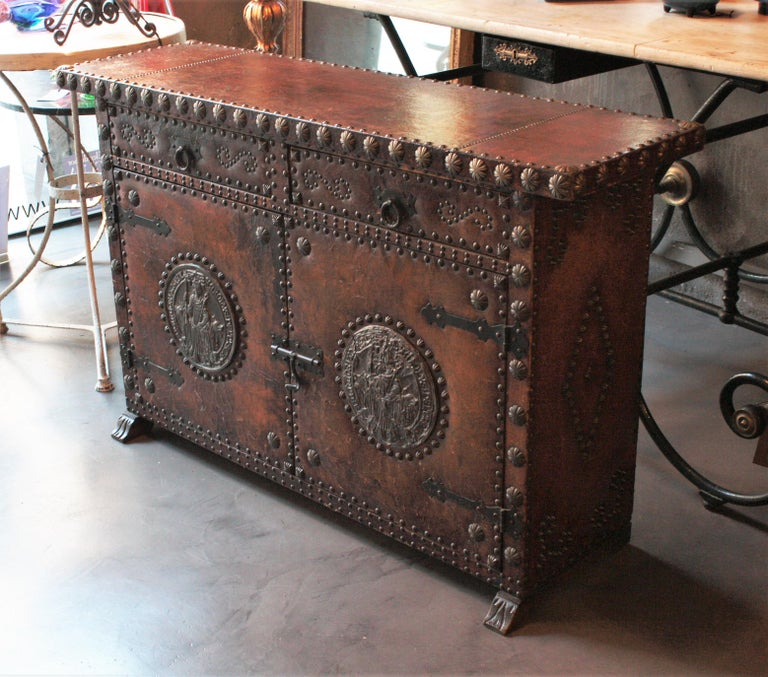 Spanish Colonial Leather Credenza or Buffet with Silvered Iron Studs For Sale 5