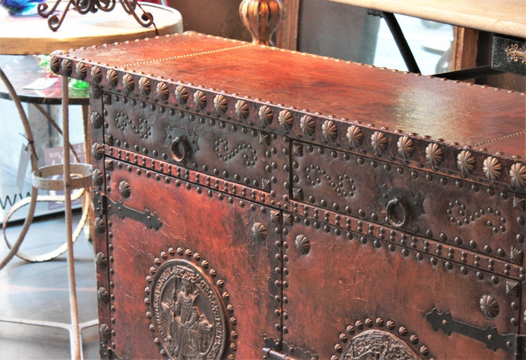 Spanish Colonial Leather Credenza or Buffet with Silvered Iron Studs For Sale 6