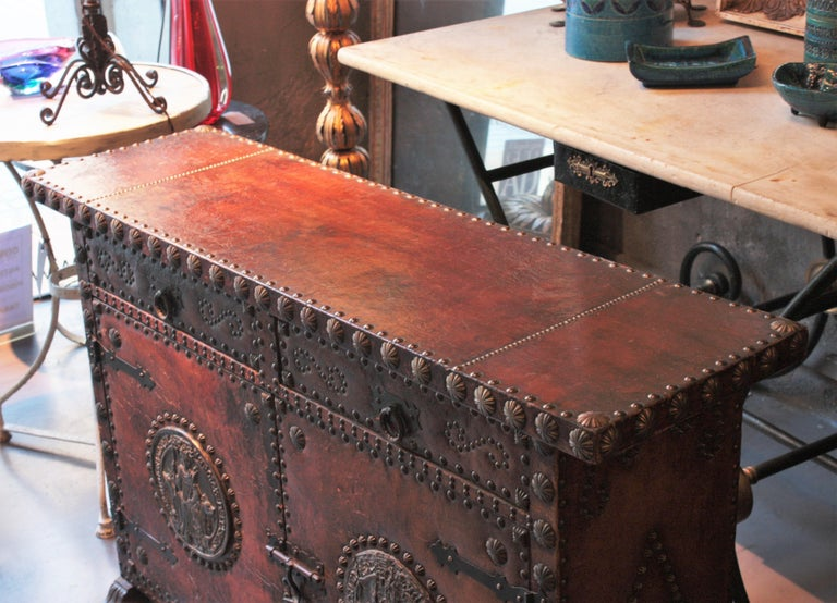 Spanish Colonial Leather Credenza or Buffet with Silvered Iron Studs For Sale 7