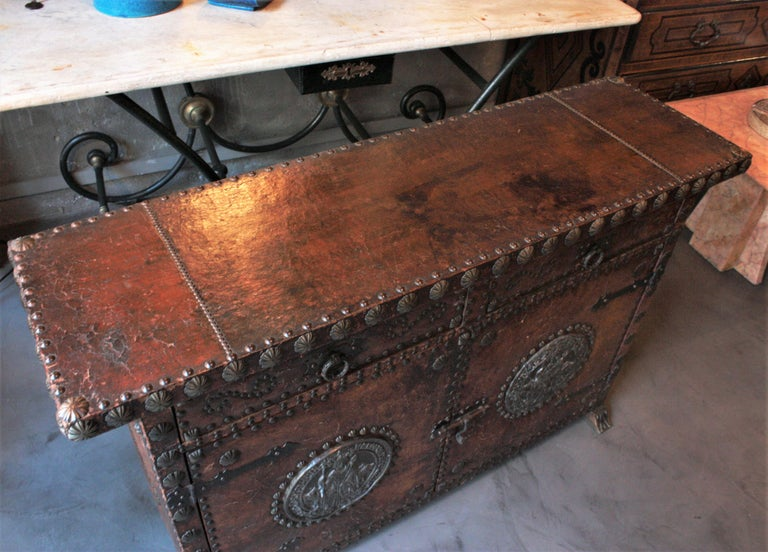 Spanish Colonial Leather Credenza or Buffet with Silvered Iron Studs For Sale 8