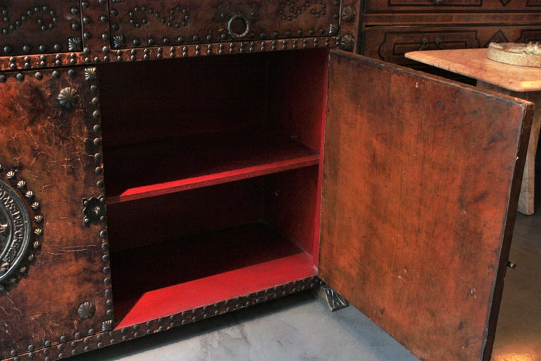 Spanish Colonial Leather Credenza or Buffet with Silvered Iron Studs For Sale 9