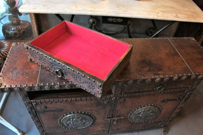 Spanish Colonial Leather Credenza or Buffet with Silvered Iron Studs For Sale 10