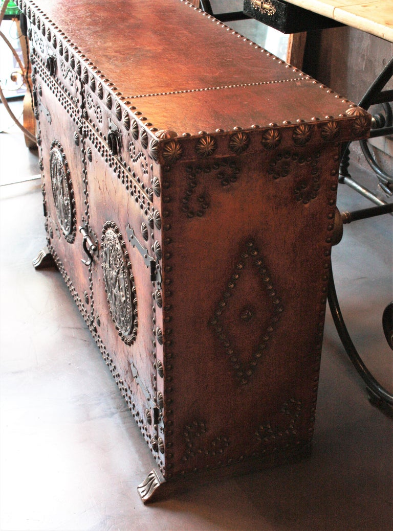 Spanish Colonial Leather Credenza or Buffet with Silvered Iron Studs For Sale 12
