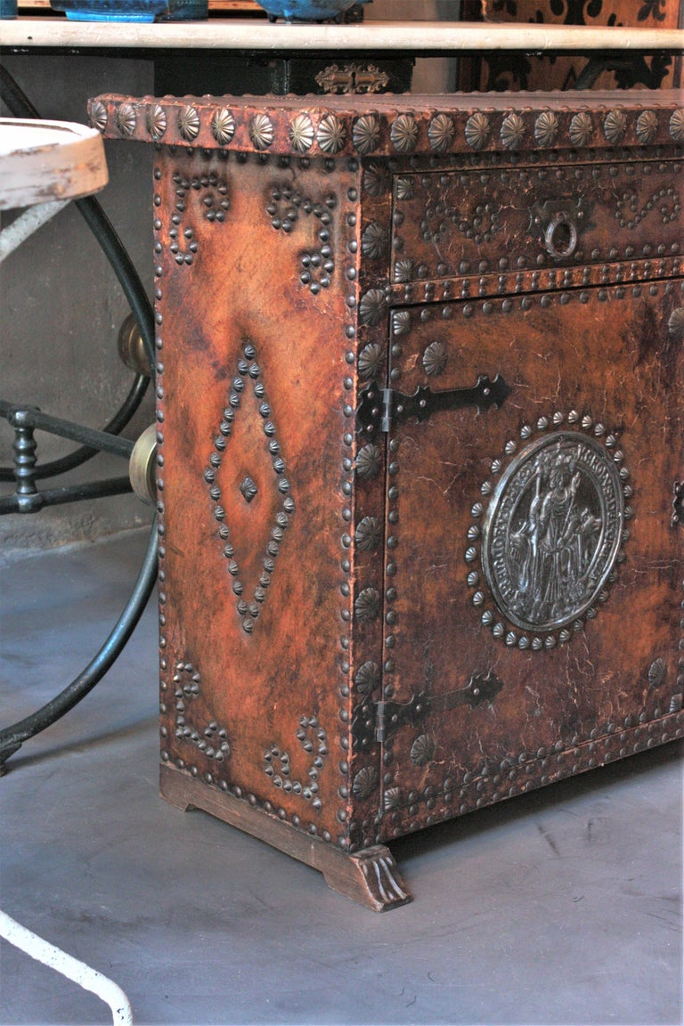Spanish Colonial Leather Credenza or Buffet with Silvered Iron Studs For Sale 1