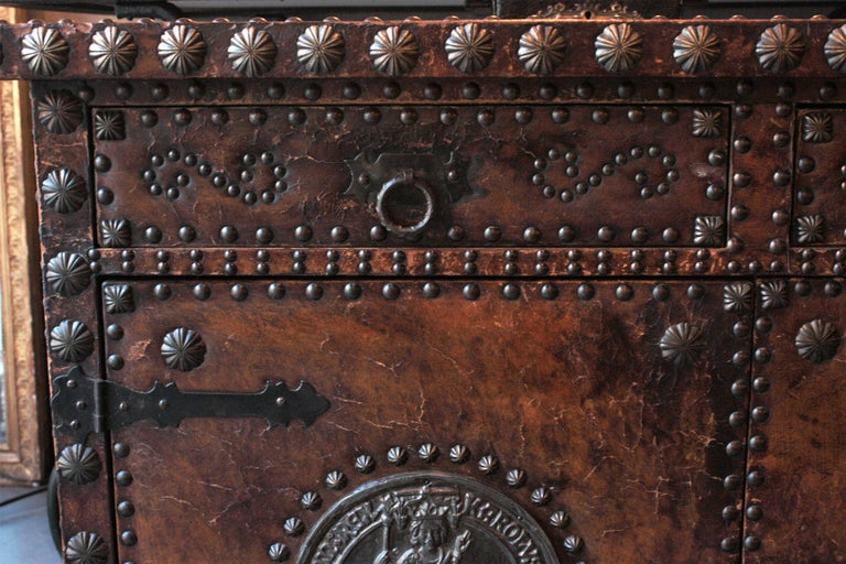 Spanish Colonial Leather Credenza or Buffet with Silvered Iron Studs For Sale 2