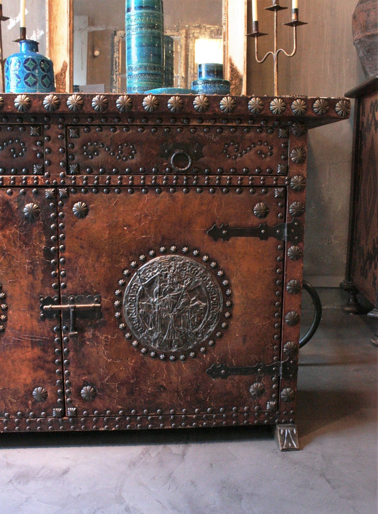 Spanish Colonial Leather Credenza or Buffet with Silvered Iron Studs For Sale 3