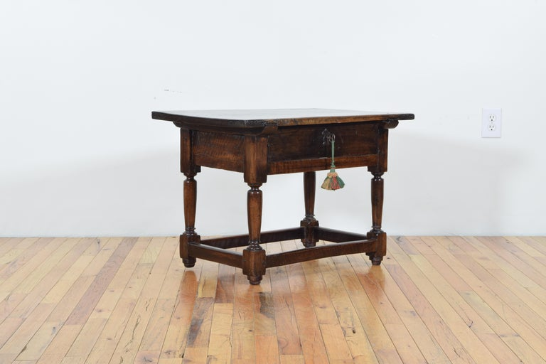 Spanische Louis Xiii Niedriger Nussbaum Eine Schublade Tisch Erstes