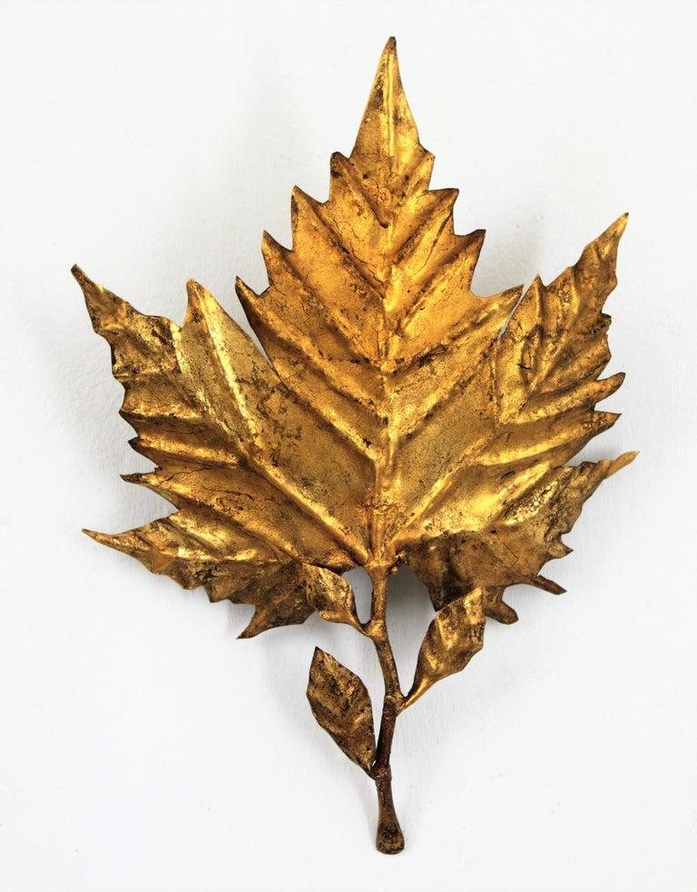 Spanish Mid-Century Modern Gold Leaf Gilt Iron Leaf Design Wall Light Fixture For Sale 8