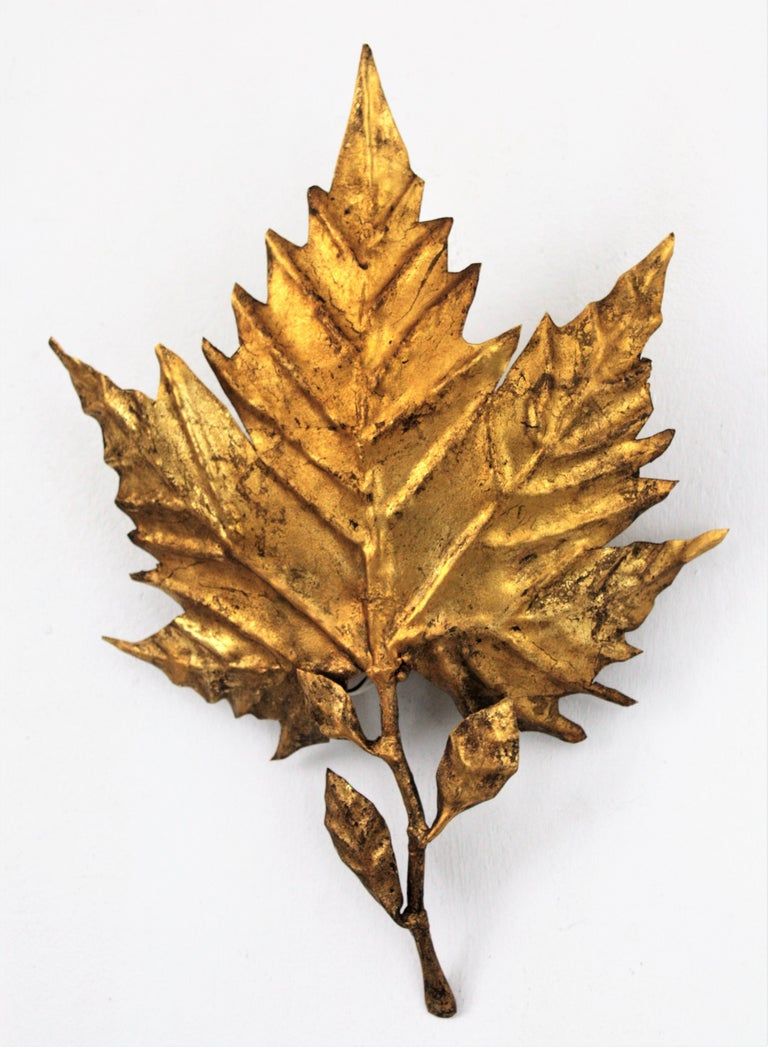 Spanish Mid-Century Modern Gold Leaf Gilt Iron Leaf Design Wall Light Fixture For Sale 10