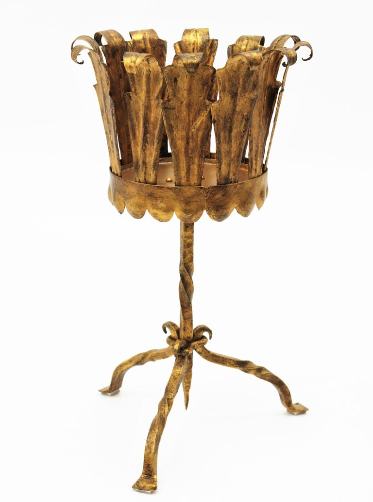 Spanish Mid-Century Modern Wrought Gilt Iron Leafed Planter in Gothic Style In Good Condition For Sale In Barcelona, ES