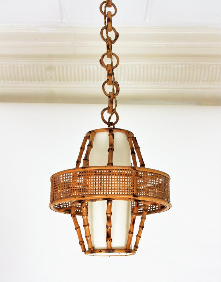 Spanish Modern Wicker Wire, Rattan & Bamboo Conic Pendant Lamp with Tiki Accents In Good Condition For Sale In Barcelona, ES