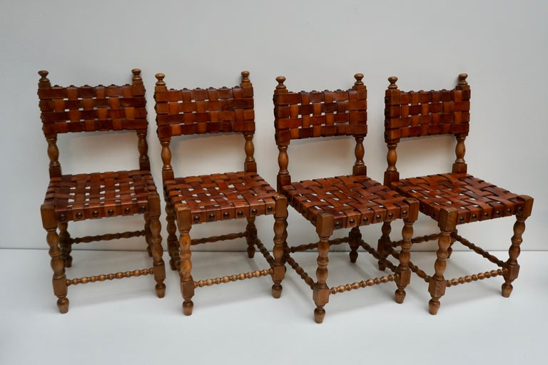 Spanish Set of Four Interlaced Leather Wooden Chairs In Good Condition For Sale In Antwerp, BE