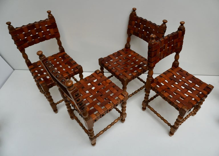 20th Century Spanish Set of Four Interlaced Leather Wooden Chairs For Sale