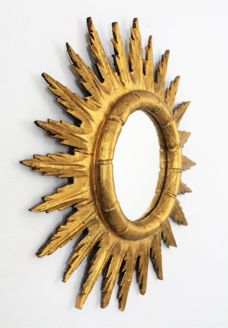 Spanish Sunburst Starburst Mirror in Carved Giltwood, 1950s In Good Condition For Sale In Barcelona, ES