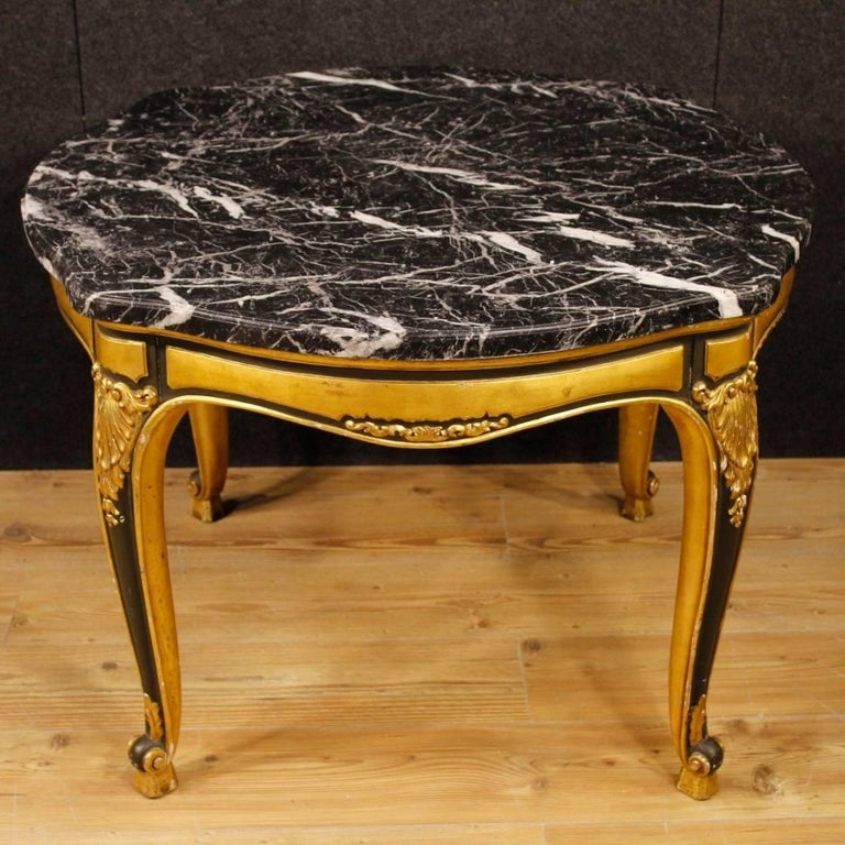 Spanish table from 20th century. High quality furniture with carved, lacquered and gilded wooden base. Top in original marble of excellent measure and service. Table of fabulous decor, good stability and solidity. It has some small drops of color,