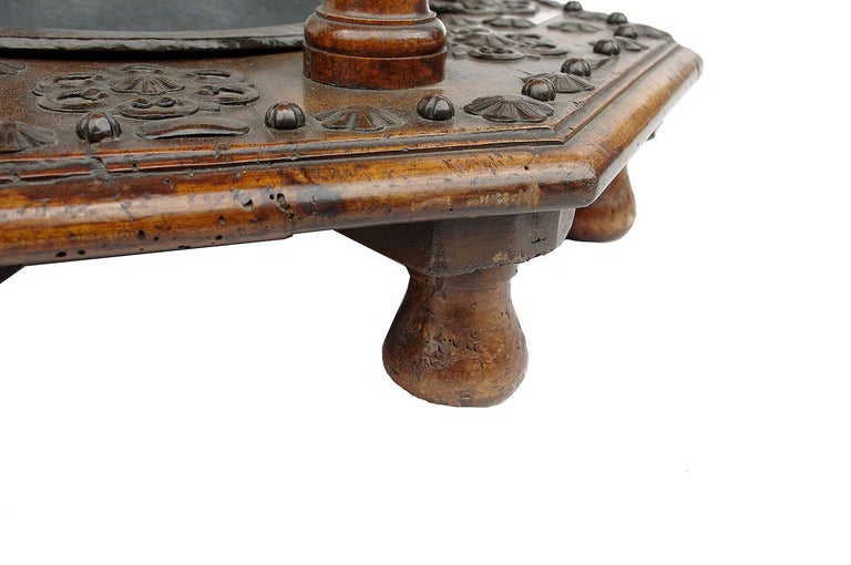 Spanish walnut and metal brazier, 17th century In Good Condition For Sale In Saint-Ouen, FR