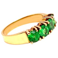 Gemjunky Sparkling green Tsavorite and 18 Karat Yellow Gold Ring