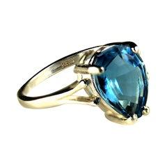 Gemjunky Sparkling Pear Shape Blue Topaz in Sterling Silver Cocktail Ring