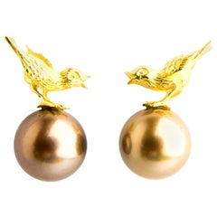 Sparrow Earrings with Fine Brown Thaiti Pearls in Yellow Gold