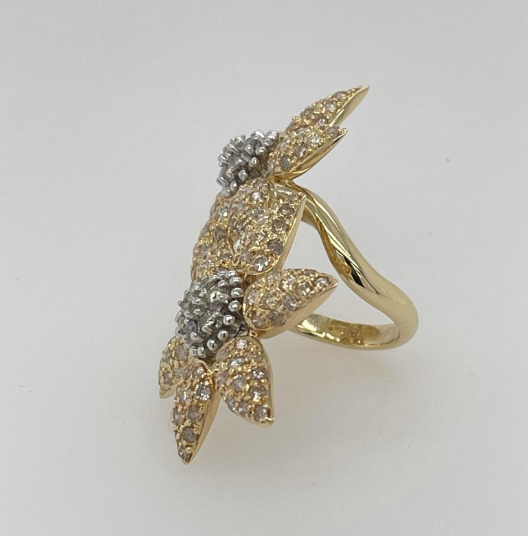 Modern Spectacular 18k Double Yellow Gold In-Between The Ring Flower Ring For Sale