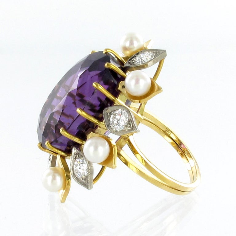 Spectacular Amethyst, Diamond and Pearl Suite in Yellow and White Gold In Good Condition For Sale In Lucerne, CH