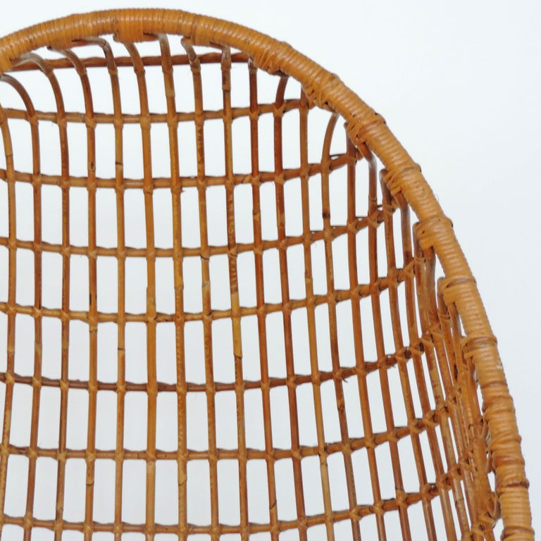 Spectacular Bamboo Egg Chair, Italy, 1960s In Good Condition For Sale In Milan, IT