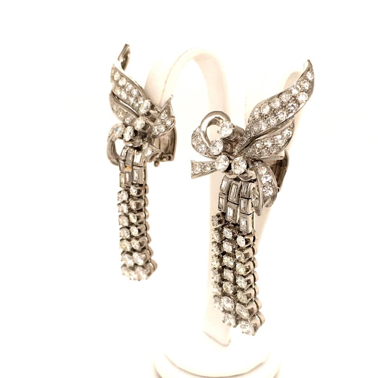 Spectacular Diamond Earclips in 14 Karat White Gold and Platinum In Good Condition For Sale In Lucerne, CH