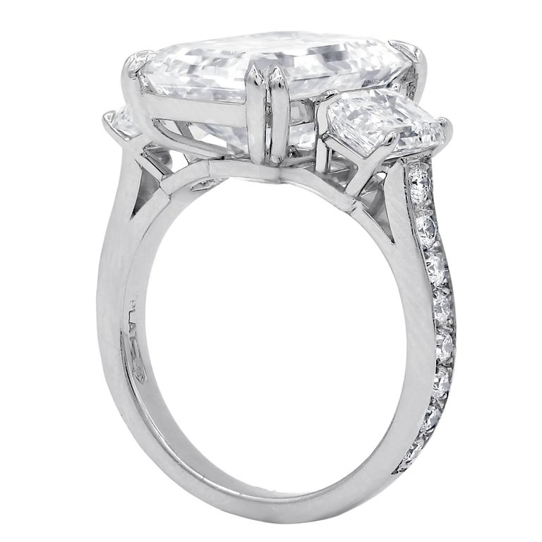 Spectacular GIA 9.38 I-VVS2 Emerald Cut Diamond Ring In New Condition For Sale In New York, NY