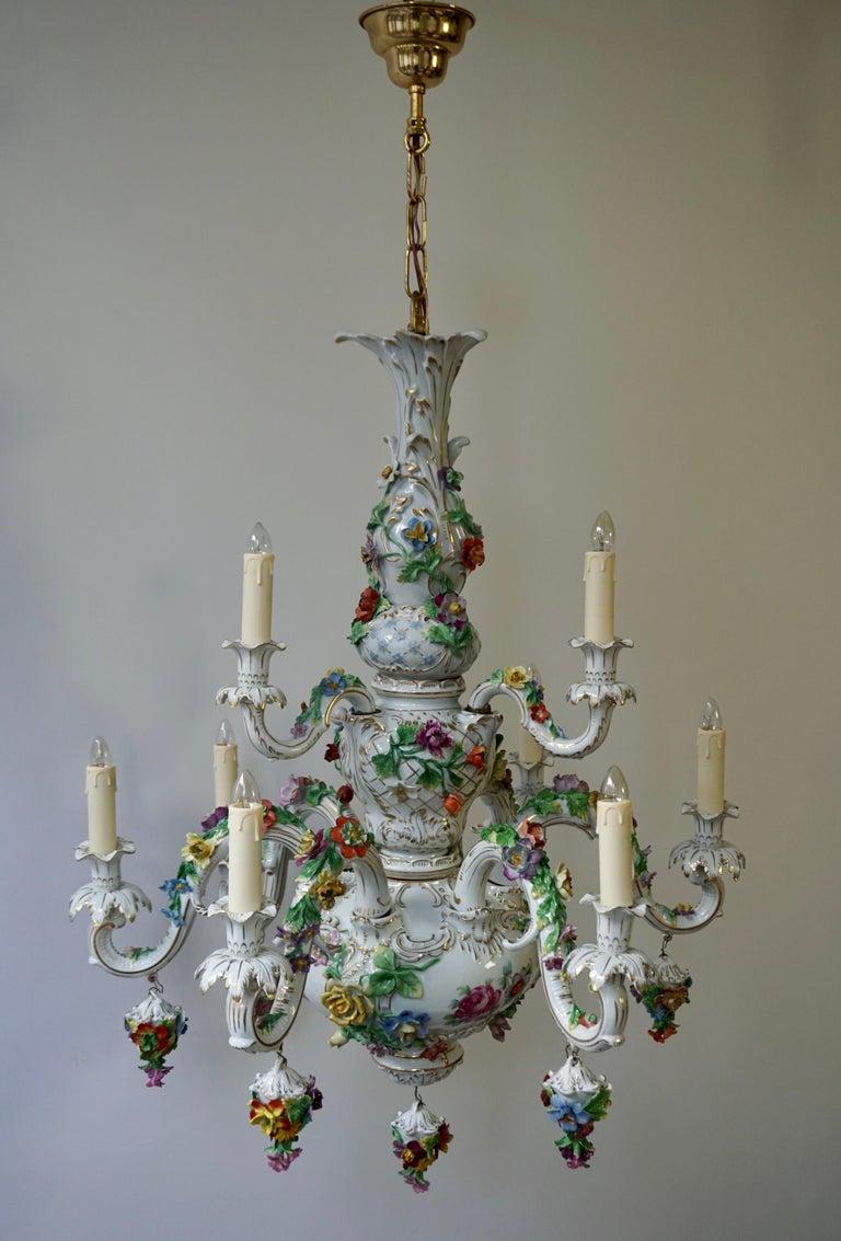 Spectacular Large Italian Rococo Style Porcelain Floral Chandelier In Good Condition For Sale In Antwerp, BE