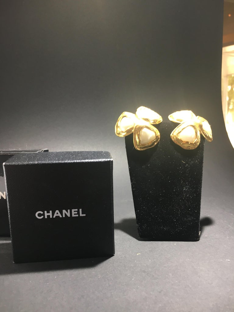 Women's Spectacular Three Leaf Gold And Faux Mabe Pearl Chanel Earings, Great Scale. For Sale