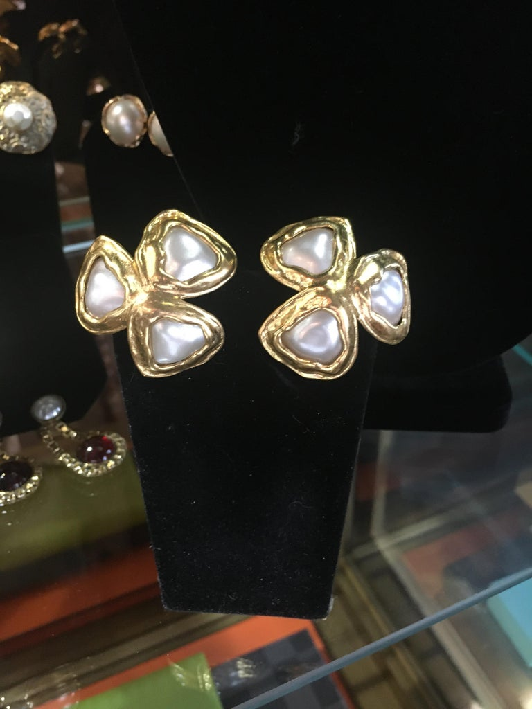 Spectacular Three Leaf Gold And Faux Mabe Pearl Chanel Earings, Great Scale. For Sale 1