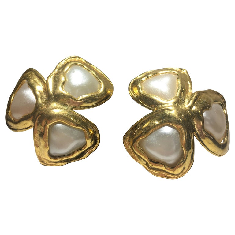 Spectacular Three Leaf Gold And Faux Mabe Pearl Chanel Earings, Great Scale. For Sale