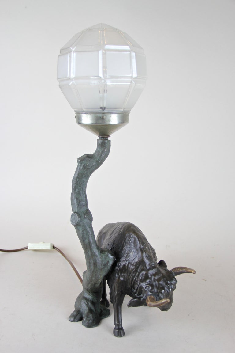 Spelter Table Lamp with North American Bison Art Nouveau, Austria, circa 1900 For Sale 2