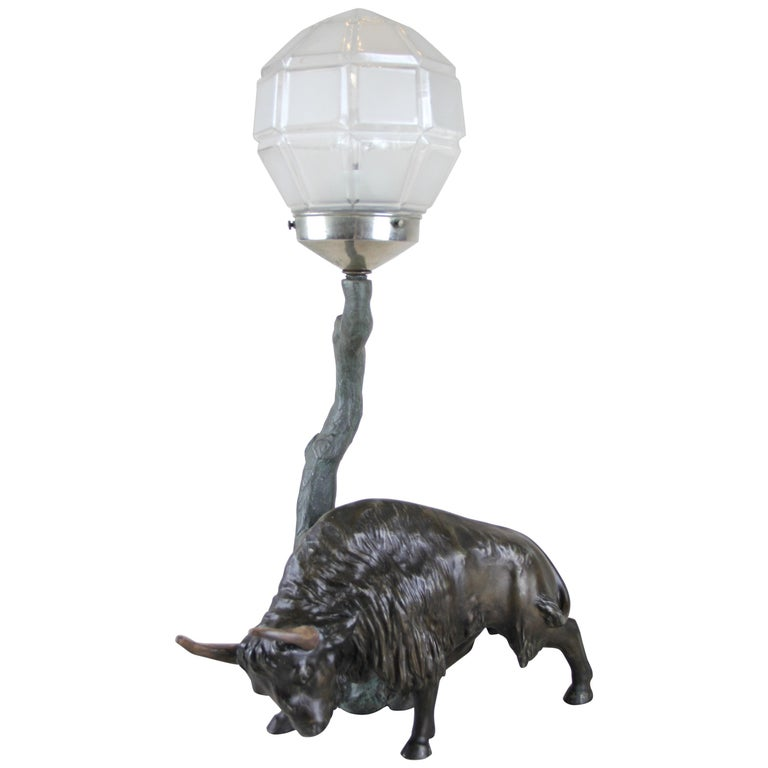 Spelter Table Lamp with North American Bison Art Nouveau, Austria, circa 1900 For Sale