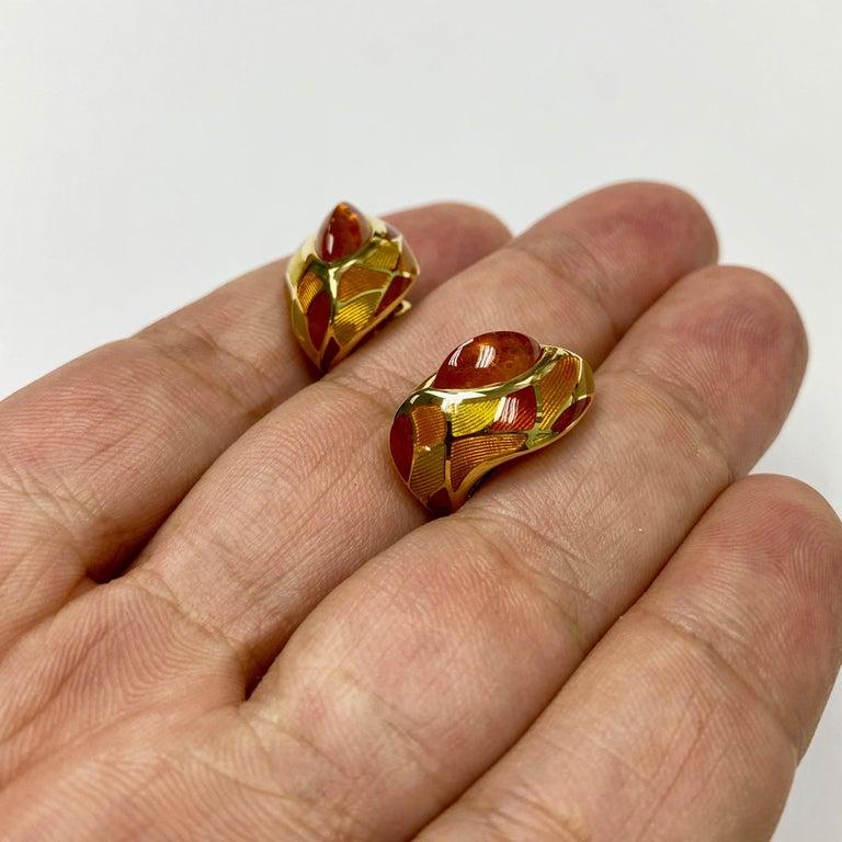 Spessartine Garnet 6.40 Carat Enamel 18 Karat Yellow Gold Earrings In New Condition For Sale In Bangkok, TH