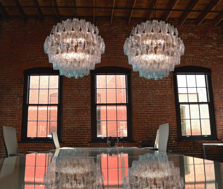 Elegant Italian pendant light chandelier made from 140 transparent Murano glasses